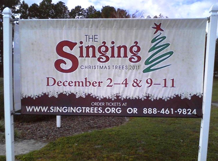 Singing Christmas Tree Orlando.Before A Crowd Of 5 000 The Singing Christmas Trees Come